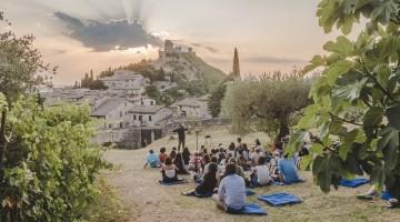 Assisi: cenacolo di cultura permanente dopo il successo del festival Universo Assisi
