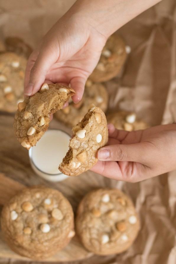 white chocolate macadamia cookies (21 of 29)