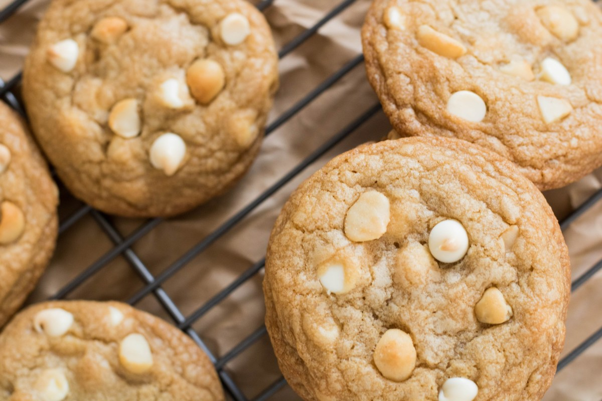 white chocolate macadamia cookies (9 of 29)