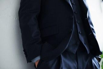 ネイビーのギンガムチェックを素材としたカジュアルタキシードスタイル lifestyleorder