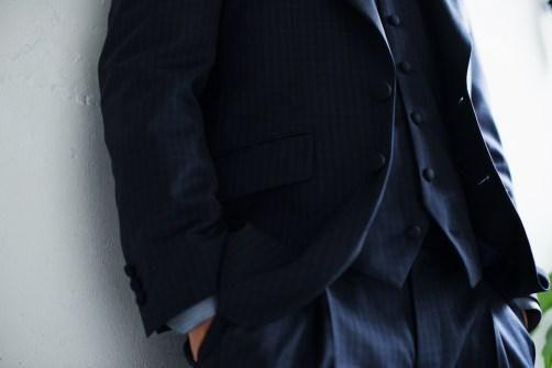 ネイビーのギンガムチェックを素材としたカジュアルタキシードスタイル|lifestyleorder