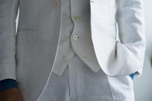 リゾートウェディングに最適なホワイトリネンでスリーピーススタイルの新郎衣装 lifestyleorder
