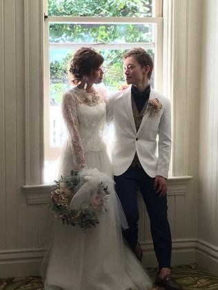 ハワイハナラニ|結婚式のウェディングスーツ