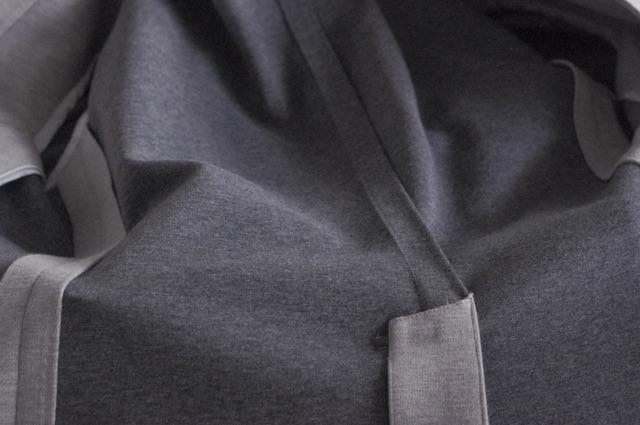 ジャージー素材のノーカラージャケット