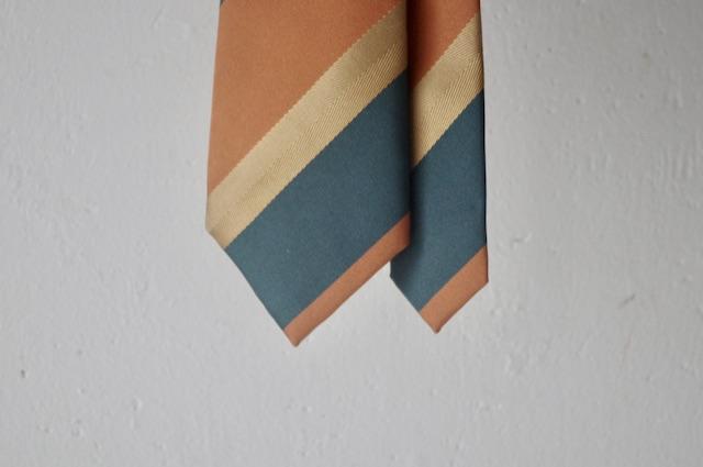 レトロな柄のネクタイ