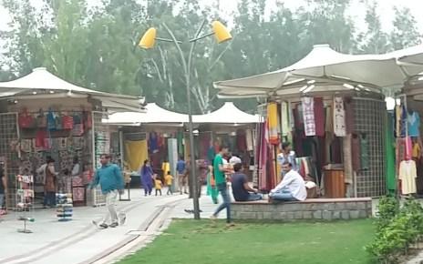 delhi haat Janakpuri has nonstop festivity throughout the year like the incredible India food and cultural festival, mango festival, Teej Festival,