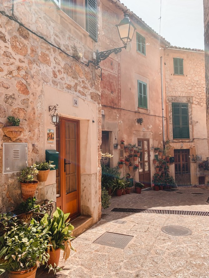 The 10 Most Instagrammable Spots In Mallorca | lifestyletraveler.co | IG: @lifestyletraveler.co