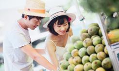 People buying fruit