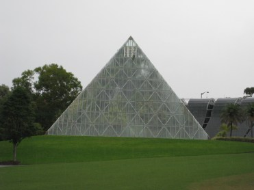 En route to check in at the hotel in King's Cross, we made our way back through the botanical gardens. Here's one fun pyramid shaped hot house (undergoing renovations so we couldn't go in)