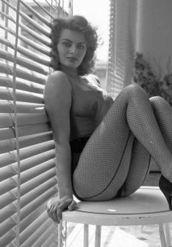 Sexy Sophia Loren 17