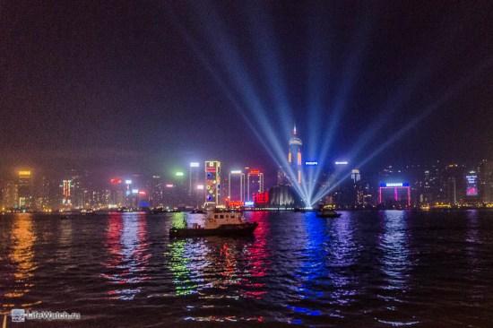 Ночной вид на пролив разделяющий Гонконг и Коулун
