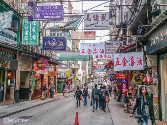 Улочка в центре Гонконга
