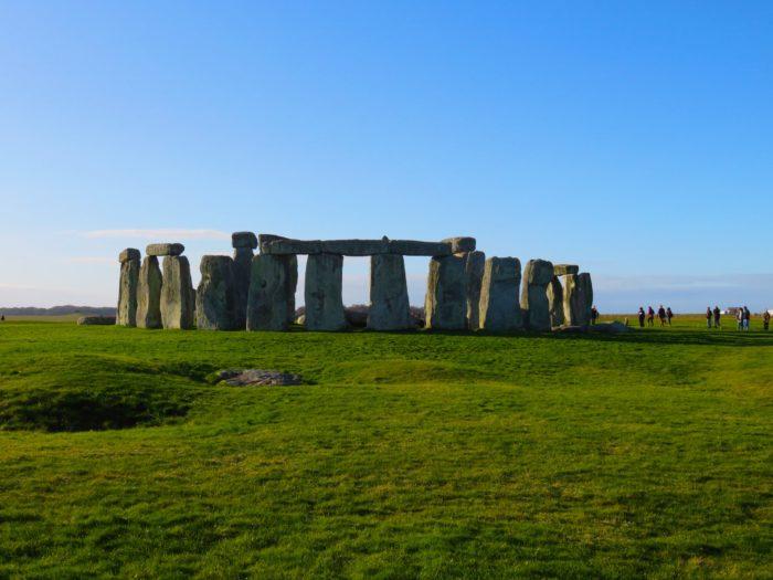 stonehenge-photo-sunny-day