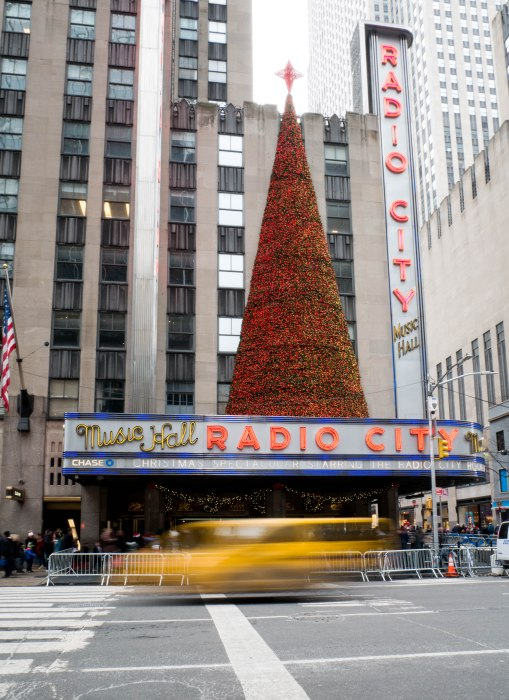 radio city music hall nyc at christmas