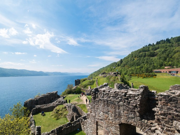 urquhart castle loch ness scottish highlands