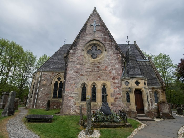 luss scotland church exterior