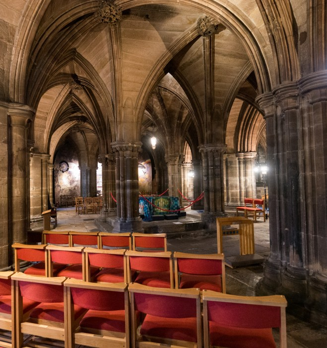 glasgow cathedral crypt with saint mungo's tomb