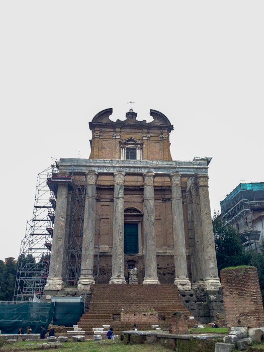 chiesa di san lorenzo in miranda Temple of Antoninus and Faustina roman forum