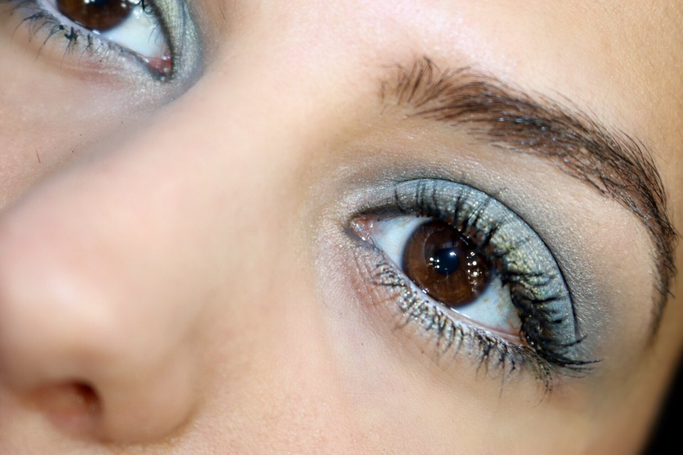 Blue organic eyeshadow
