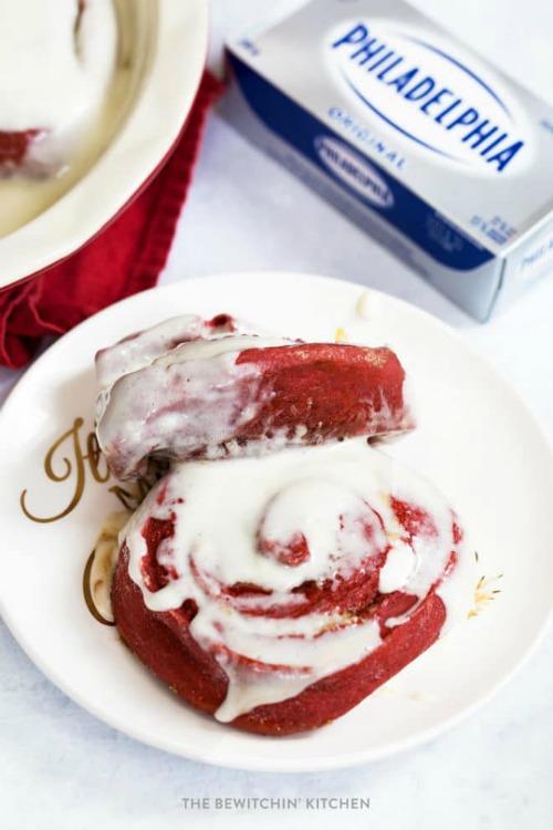 Red Velvet Cinnamon Rolls - The Bewitchin' Kitchen - HMLP 161 Feature