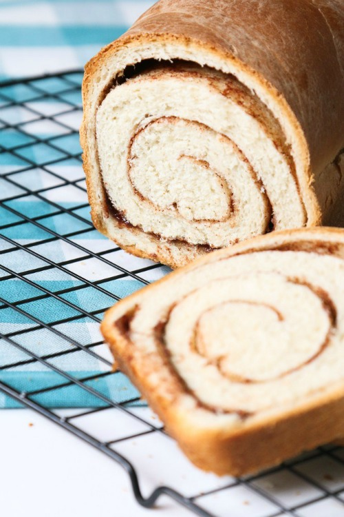 Swirled Cinnamon Bread - A Fresh Squeezed Life - HMLP 160 Feature