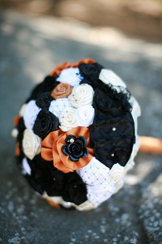 halloween-wedding-bouquet-orange-and-black-2