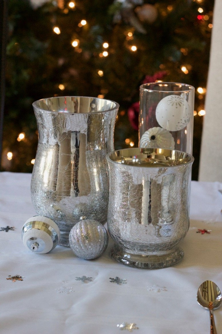 white and silver holiday decor. Click to see the rest of this beautiful holiday tablescape