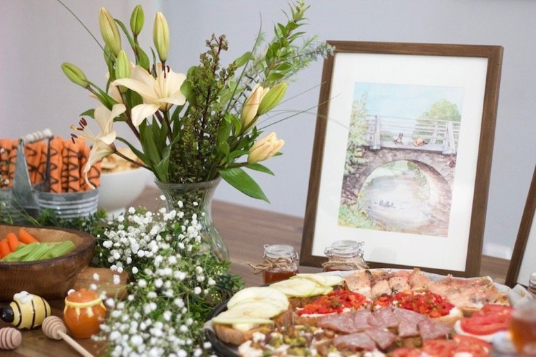 Classic Winnie the Pooh baby shower decor, food and games! Click to see all the ideas in the post