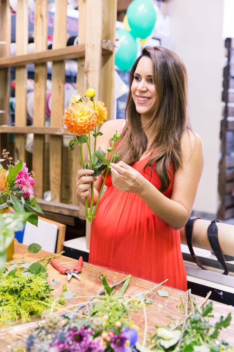 How to arrange fresh cut flowers and how to make your fresh cut flowers last longer. Click to read the expert tips from a florist in the post!