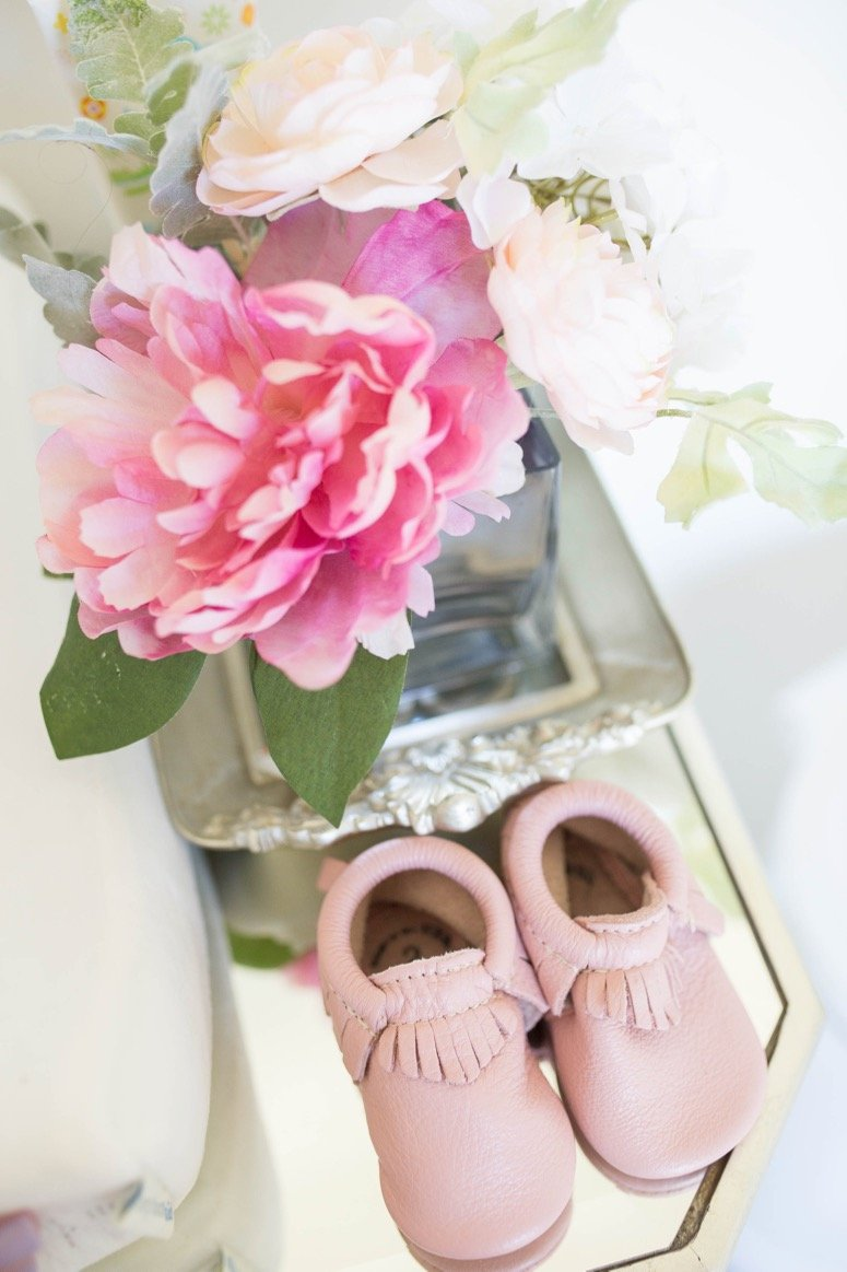 Baby girl nursery reveal. Click to see all of the detail from this gorgeous floral nursery