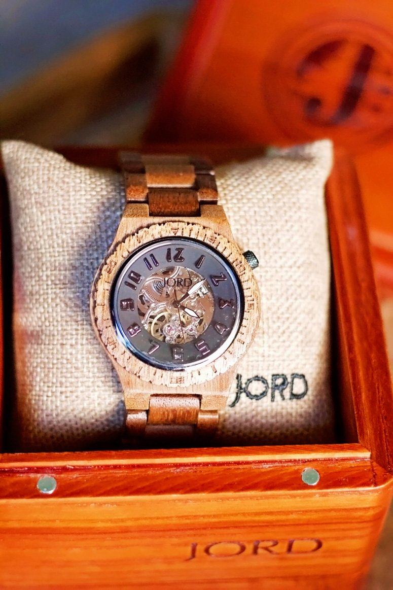Jord wood watches 5th wedding anniversary gift idea + a 25% off discount code!