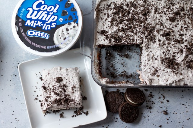 Cookies & Cream Lush is the ULTIMATE no bake dessert. Each layer is bursting with creamy, crunchy cookies & cream flavor!