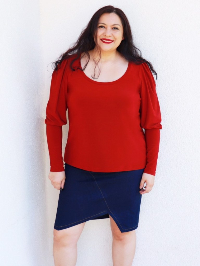 The Cambria top from GreenStyle Creations is designed for knit fabrics and there are many sleeve, hem and neckline options.  This is a full pattern review and tutorial of this PDF sewing pattern from a great indie brand.  #Greenstyle #greenstylecreations #pattern review