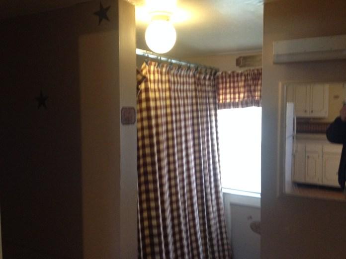 359 J St NW - Bathroom - 01 29 16