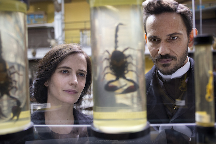 Eva Green as Vanessa Ives and Christian Carmargo as Dr. Sweet in Penny Dreadful (season 3, episode 1). - Photo: Jonathan Hession/SHOWTIME - Photo ID: PennyDreadful_301_3321