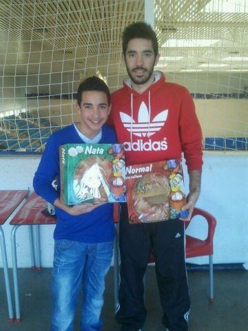 Francis Soler y Enrique Ruiz recogiendo sus roscones