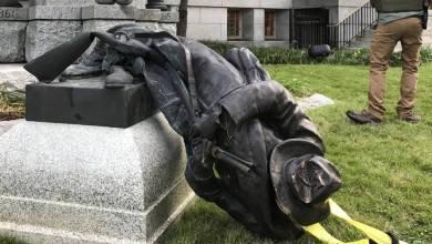 صورة أصبحت التماثيل الساقطة: هدافًا للاحتجاجات المناهضة للعنصرية وفتحت الأبواب الموصدة لإعادة كتابة التاريخ في دول العالم