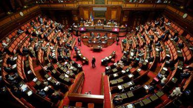 صورة إيطاليا تصوت في استفتاء لخفض عدد أعضاء البرلمان بمقدار الثلث