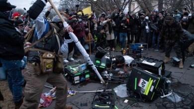 صورة الولايات المتحدة: غوغاء وعنف يهاجم وسائل الإعلام أثناء هجوم الكابيتول