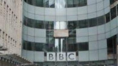 صورة صحفي في هيئة الإذاعة البريطانية بي بي سي هدد لعمله في فيلم وثائقي عن زعيم عصابة إيرلندا الشمالية