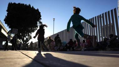 """صورة الجمهورين مع موجة المهاجرين وقانون الحلم والوعد الأمريكي ووضع الأطفال المهاجرين على الحدود تصبح """"أزمة وطنية"""""""