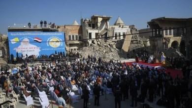 """صورة في اليوم الأخير البابا يصلي لضحايا الصراع في الموصل المنكوبة وهتف """"السلام اقوى من الحرب"""""""