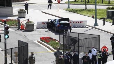 صورة مقتل شرطي وإصابة آخر بعد دهسه رجل عند نقطة تحكم في الوصول إلى مبنى الكابيتول