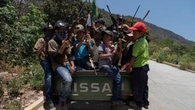 صورة كارثة: اللجان الشعبية المسلحة للاطفال ضد الاتجار بالمخدرات في المكسيك