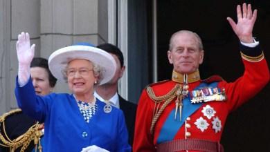 صورة المملكة المتحدة نكست الأعلام وتم إعلان الحداد الرسمي لمدة ثمانية أيام لوفاة دوق ادنبره عن عمر يناهز 99 عامًا