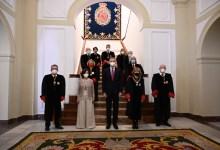 صورة النائبة الأولي للرئيس ترافق الملك في أول زيارة له بصفته ملكاً لمجلس الدولة