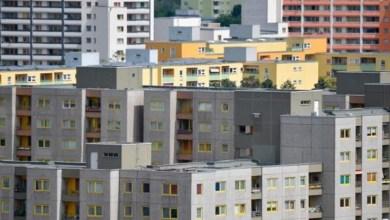 صورة ألغت المحكمة الدستورية الألمانية القانون الذي يحد من سعر الإيجار في برلين والشيوعيين في إسبانيا سعي الي التضخم