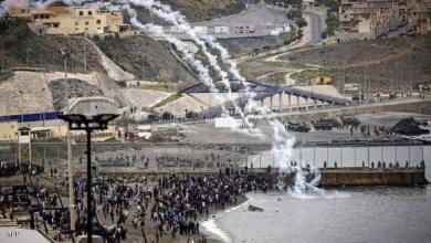 صورة عبور ازيد من 6000 مهاجر نحو سبتة في أكبر موجة نزوح جماعي