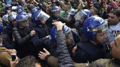 """صورة قوات الأمن الجزائرية تمنع مجددا مسيرات """"الحراك الشعبي"""""""