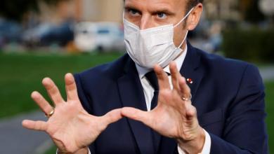 صورة ماكرون مضغوط من المافيا كورونا وتصاعدت الاحتجاجات في فرنسا ضد جواز سفر الصحي والتطعيم الإلزامي للعاملين الصحيين